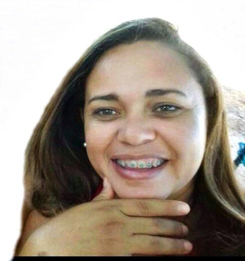 Mulher é assassinada com treze tiros na porta de casa em Pedreiras