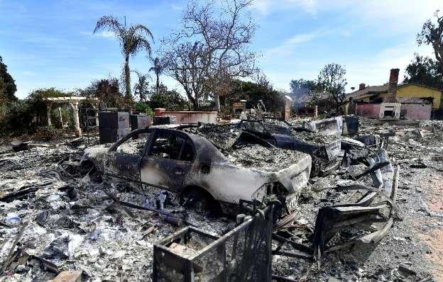 Equipes ainda procuram corpos do incêndio que deixou 50 mortos na Califórnia