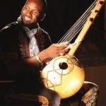Músico e contador de histórias François Moise Bamba, de Burkina Faso, fará quatro apresentações no CCVM, de 20 a 24 de novembro, celebrando o Dia da Consciência Negra