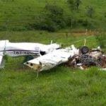 Em Patos de Minas, dois adultos e duas crianças morrem em queda de avião de pequeno porte