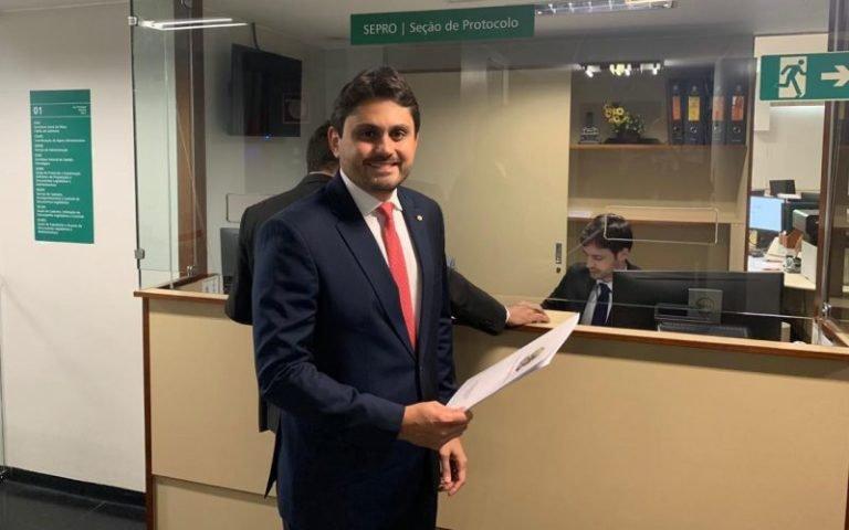 Projeto de Juscelino garante CNH gratuita a famílias de baixa renda