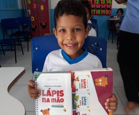 PREFEITURA DE COELHO NETO REALIZA ENTREGA DE LIVRO DIDÁTICO PARA EDUCAÇÃO INFANTIL