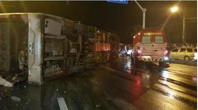 Ônibus da banda Forró Sacode tomba na BR-116 e deixa feridos
