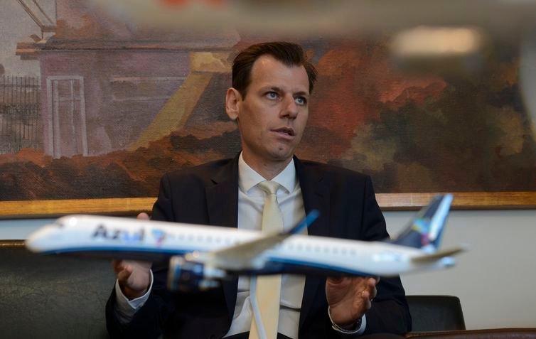 Leilão de 12 aeroportos deve arrecadar mínimo de R$ 2,1 bilhões