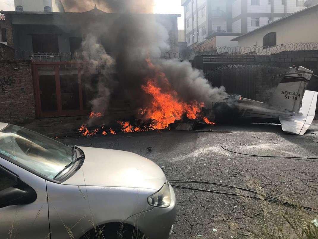 Avião cai em Belo Horizonte
