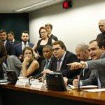 Relator apresenta parecer favorável à admissibilidade da reforma da Previdência; veja como foi a sessão
