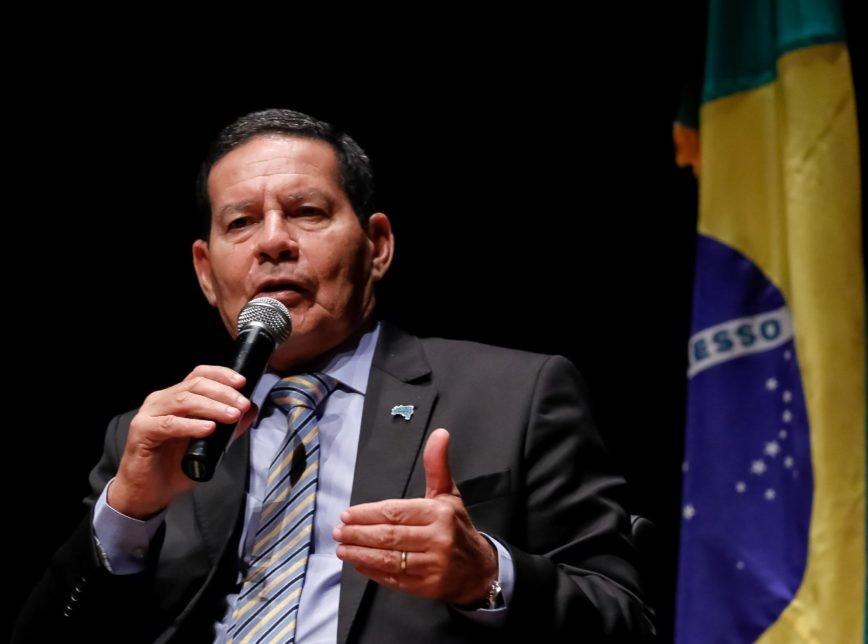 'Decisão do presidente', diz Mourão sobre vídeo a favor da ditadura