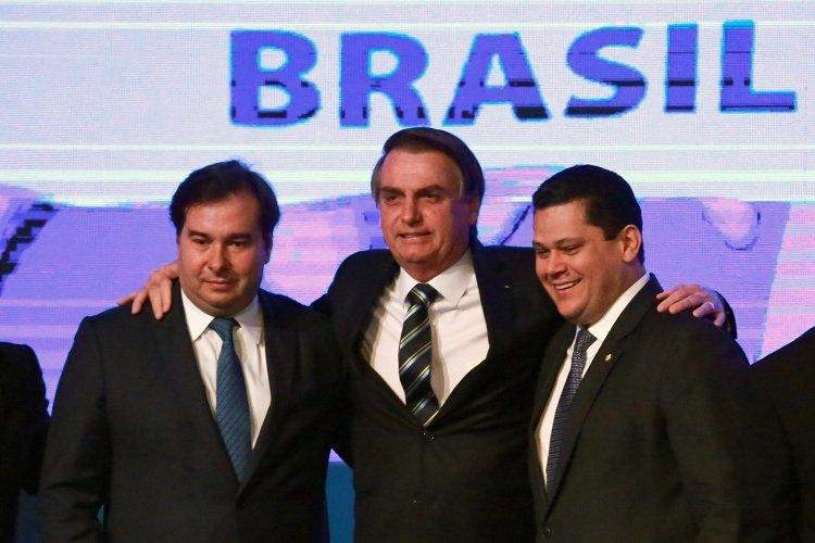 Não há maldade em fala de Bolsonaro sobre 'poder da caneta', diz Maia