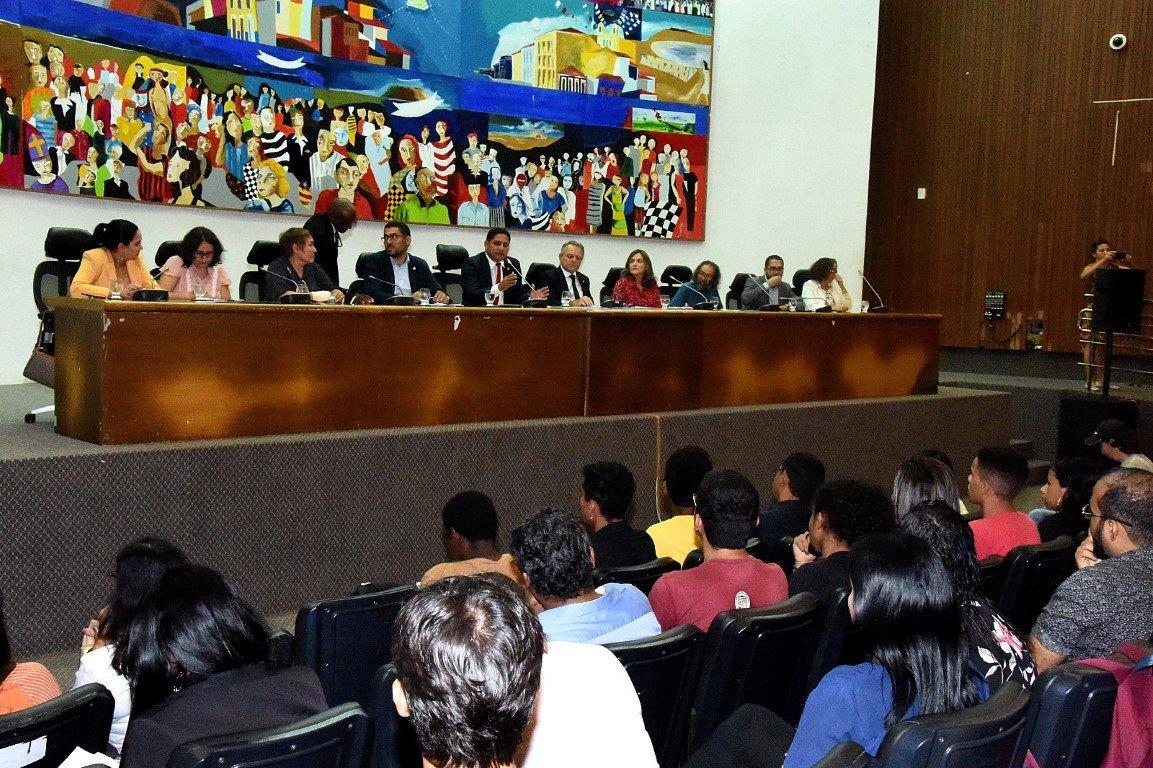 Comissão de Educação debate a retirada ou manutenção das disciplinas de Filosofia e Sociologia nos currículos da Educação Básica