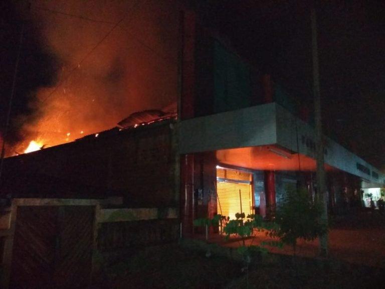 Incêndio destrói Farmácia Nazaré em Presidente Dutra