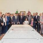 Deputados estaduais reúnem-se com o governador em exercício no Palácio dos Leões