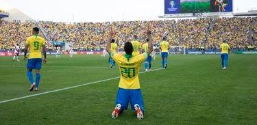 Brasil vence Paraguai nos pênaltis e vai à semi