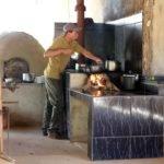 Preço do gás e desemprego elevam uso da lenha para cozinhar no Brasil