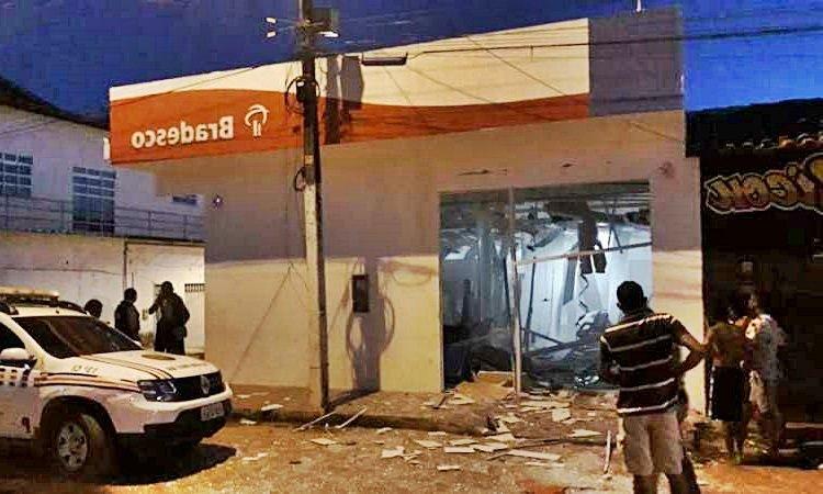 Bandidos explodem agência Bradesco de Penalva