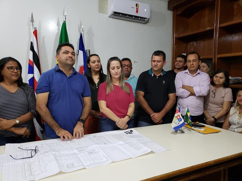 O prefeito Toinho Patioba e a vice-prefeita Suane Dias, deram o passo final para iniciar as construções das 6 modernas escolas no município de Gonçalves Dias