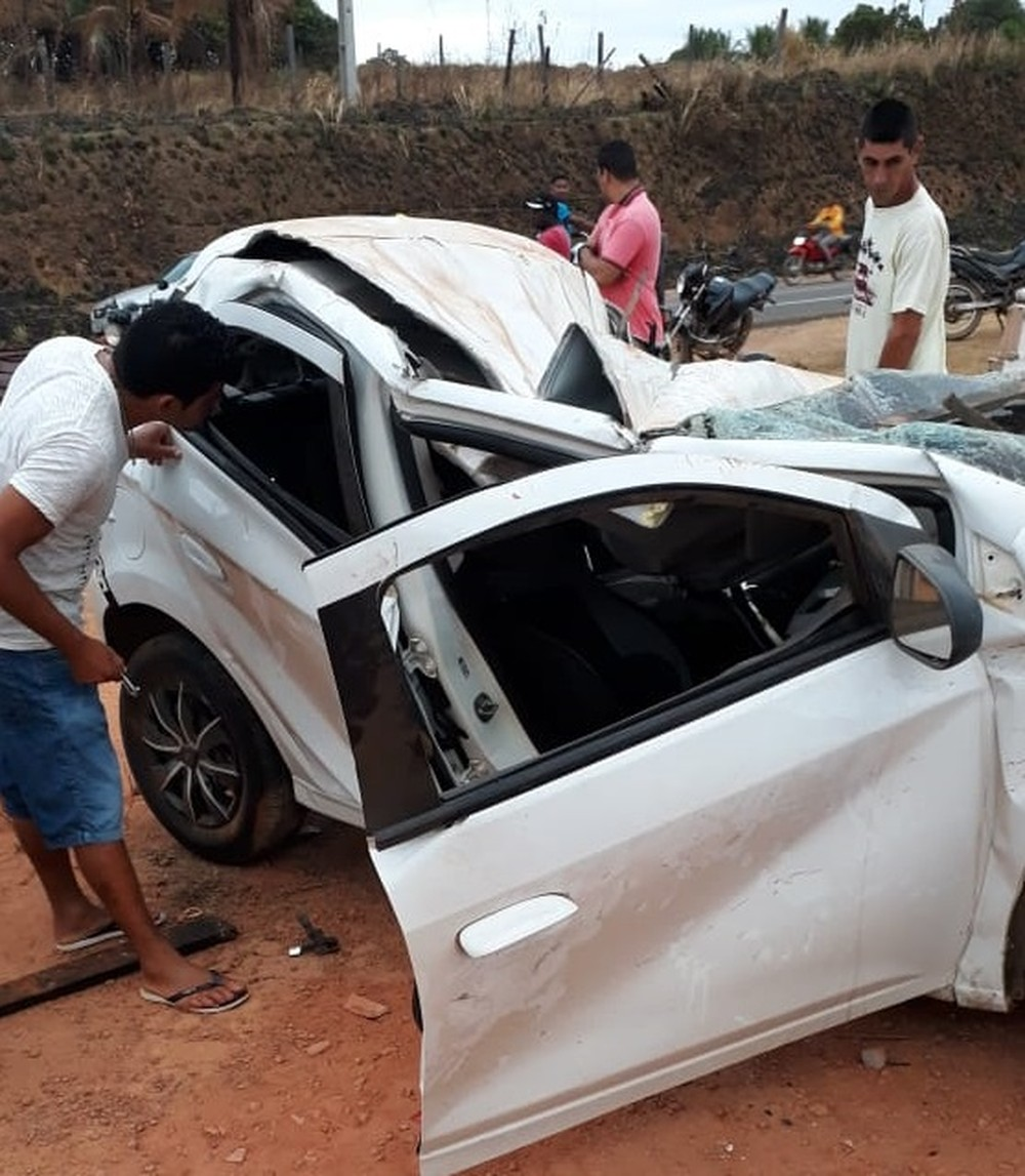 Carro colide contra uma moto e deixou quatro pessoas mortas na BR-222, próximo a Buriticupu