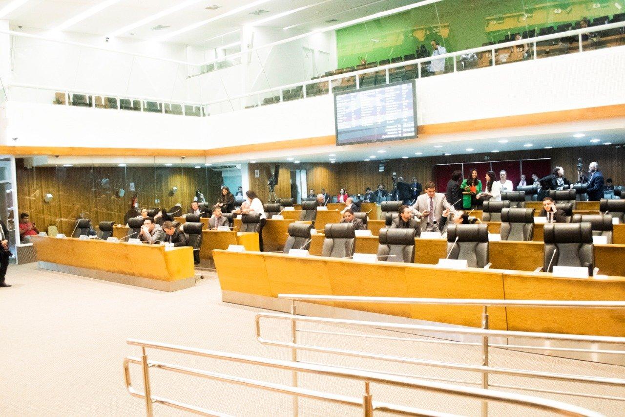 Assembleia aprova projetos de incentivo à produção de leite e que obriga apresentação de carteira de vacinação no ato da matrícula escolar