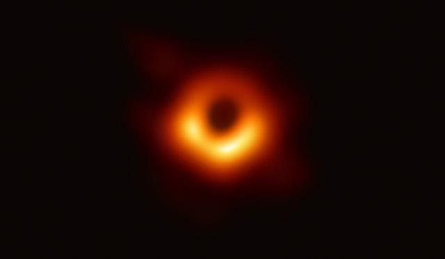 Cientistas levam US$ 3 milhões em prêmio pela primeira imagem de um buraco negro