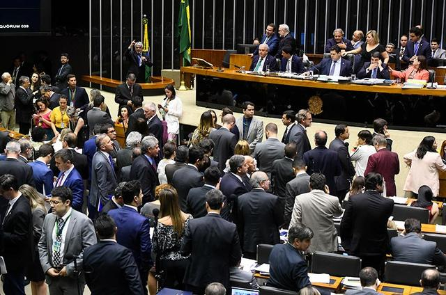 Congresso derruba vetos e restaura 15 crimes de abuso de autoridade