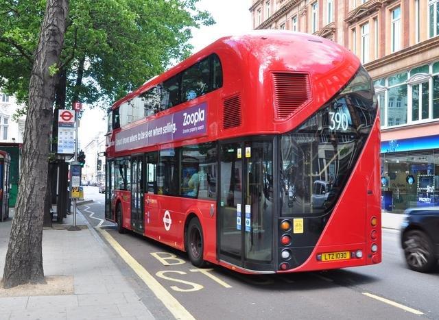 Tradicional fabricante de ônibus do Reino Unido entra em falência e demite 1300 trabalhadores na Irlanda do Norte