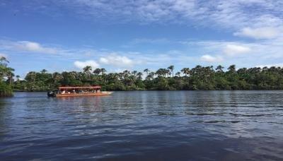 Embarcação com cinco pessoas naufraga na foz do Rio Preguiças