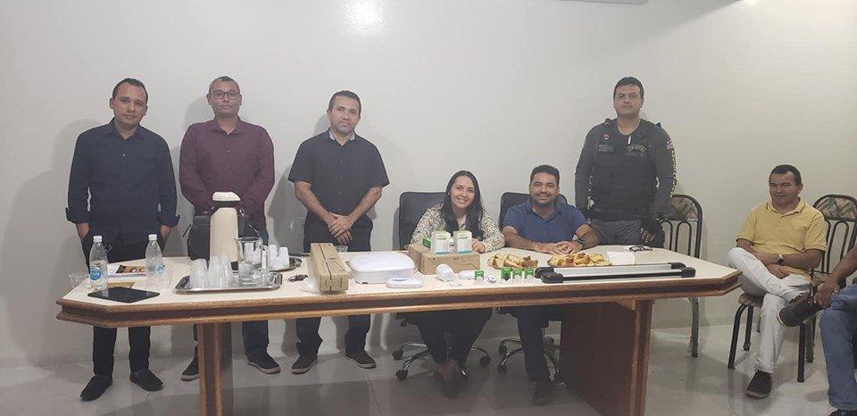 Prefeito Toinho Patioba reúne com empresários para tratar do sistemas particular de monitoramento 24 horas nas principais ruas