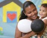Bolsa Família complementa a renda de mais de 13,5 milhões de famílias em outubro