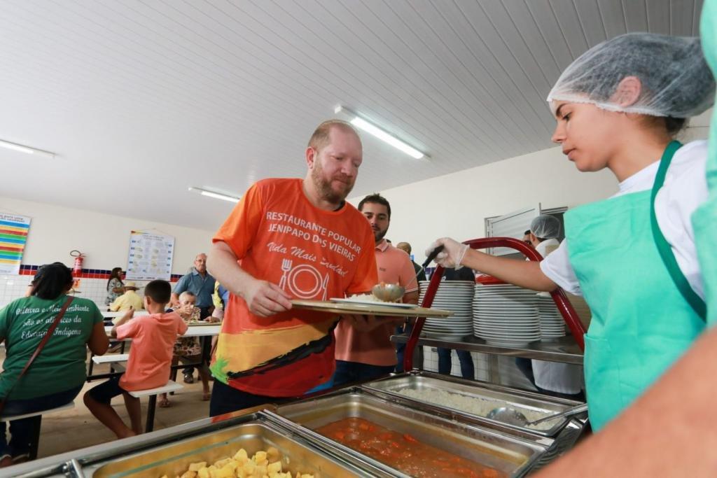 Othelino ressalta importância da segurança alimentar durante entrega de Restaurante Popular em Jenipapo dos Vieiras