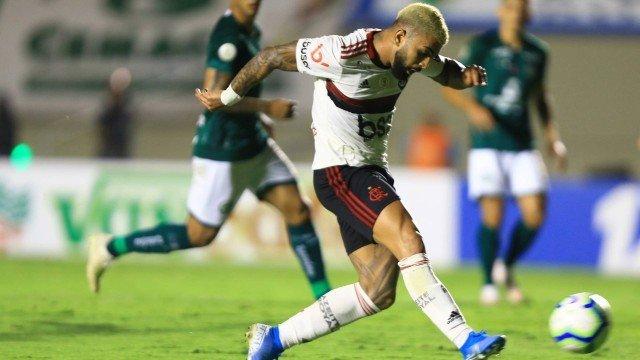 Flamengo empata com o Goiás e vantagem para o Palmeiras cai para oito pontos