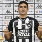 Botafogo apresenta lateral uruguaio Federico Barrandeguy