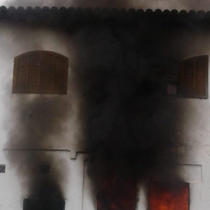 Três crianças morreram em um incêndio dentro de uma casa na manhã desta sexta-feira (24) em Paraty