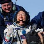 Astronauta americana que bateu recorde no espaço retorna à Terra