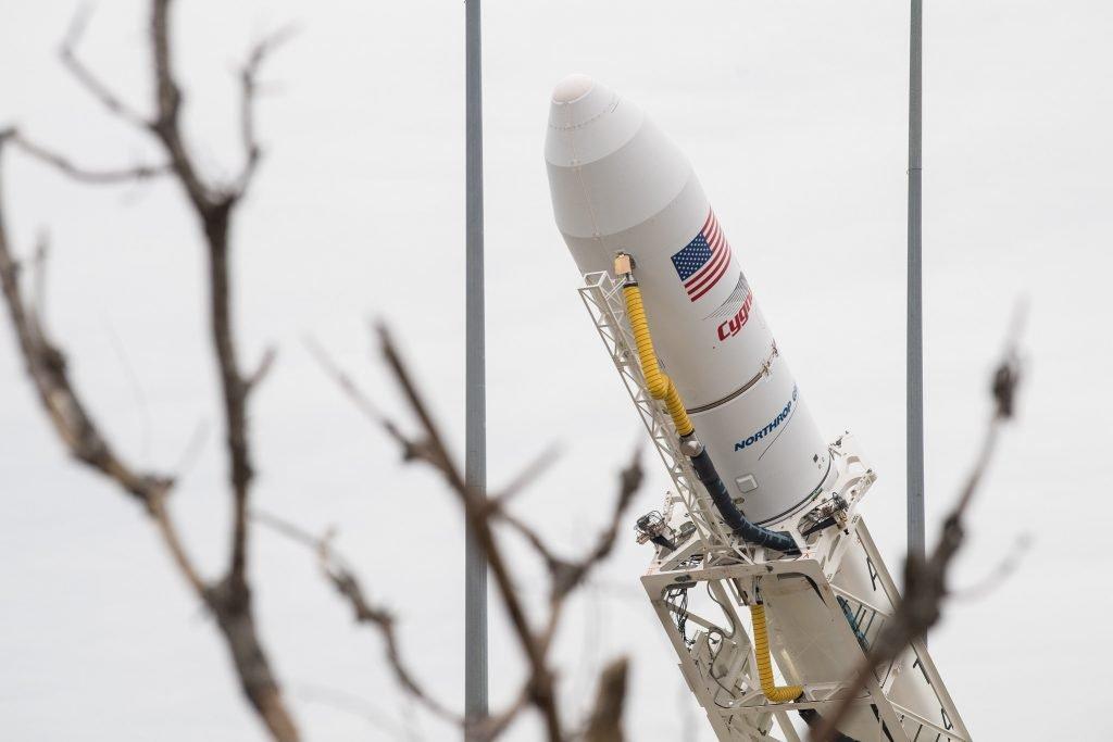 """"""" NASA""""a 13ª missão comercial de serviços de reabastecimento da empresa lançou seu foguete Antares nesta sexta-feira 14/02/2020"""