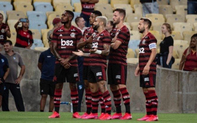 Flamengo abre 3 a 0, vê Flu reagir, mas vai à final da Taça Guanabara