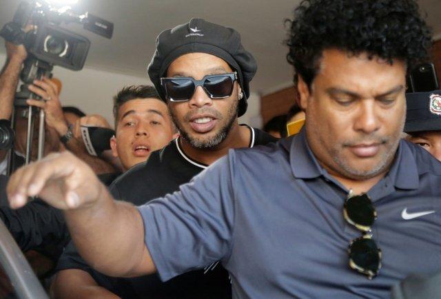 """Procuradoria do Paraguai conclui que Ronaldinho e irmão """"foram enganados, SERÁ? """""""