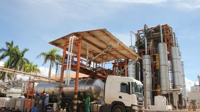 (BRASIL SE UNINDO CONTRA O CORONAVÍRUS) Doação de usinas baianas vai gerar 260 mil litros de álcool 70% para sistema público de saúde
