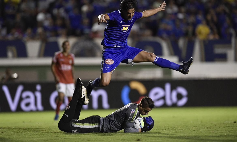 Nos pênaltis, Cruzeiro vence e avança na Copa do Brasil
