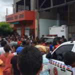 Comerciante reage a assalto, mata um bandido e acaba baleado junto com o filho, em Caxias