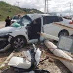 Motorista bate em poste e fica presa às ferragens em São Luís