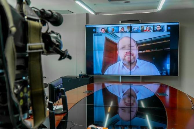 Aprovado projeto de Othelino que multa propagadores de fake news sobre pandemia no Maranhao