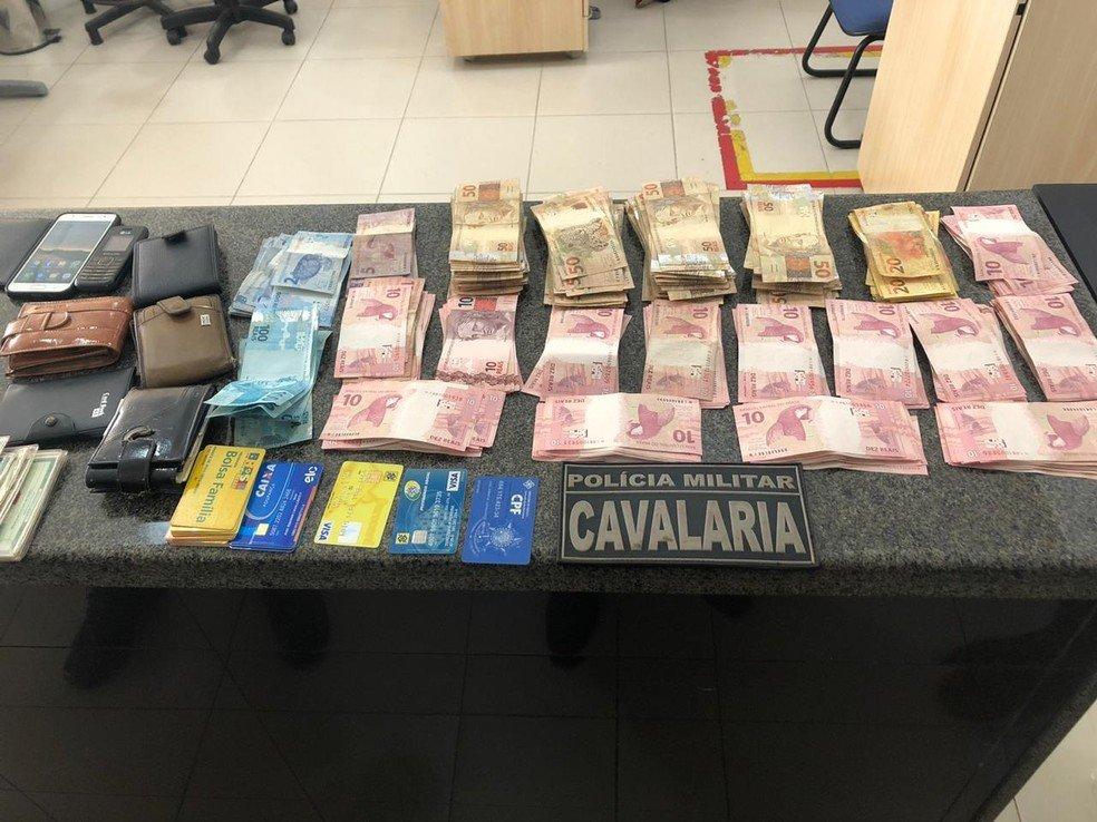 Grupo é preso com 25 cartões e R$ 22 mil em dinheiro sacados em agência da Caixa, em São Luís