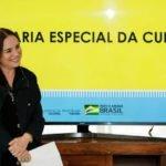 'Demitida', Regina Duarte continua dando expediente na Cultura