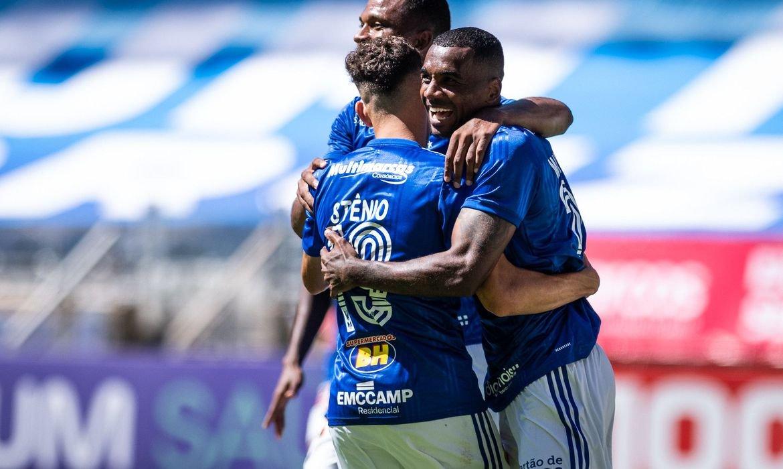 Cruzeiro derrota URT com facilidade no retorno do Campeonato Mineiro