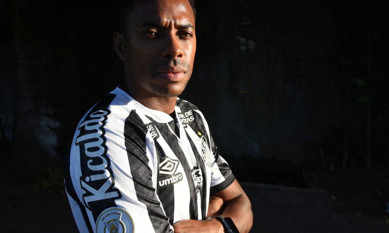 Santos anuncia retorno de Robinho e corre para registrar atacante
