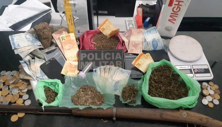 POLICIAIS APREENDEM GRANDE QUANTIDADE DE DROGAS E ARMA DE FOGO EM CURURUPU
