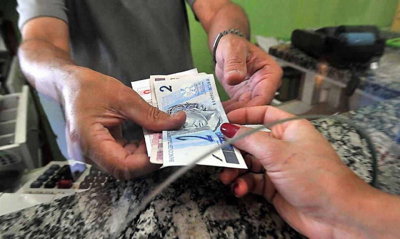 Número de famílias endividadas retorna ao quantitativo de antes da pandemia