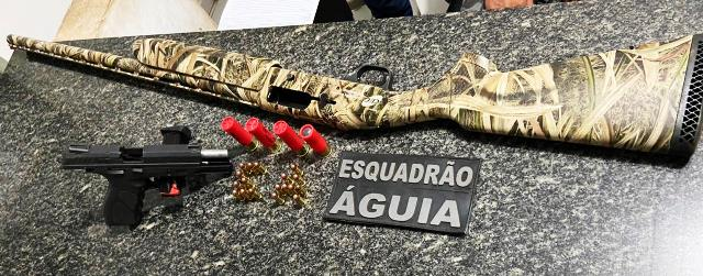 POLÍCIA MILITAR PRENDE CASAL COM DUAS ARMAS DE FOGO E MUNIÇÕES NA CIDADE DE AÇAILÂNDIA