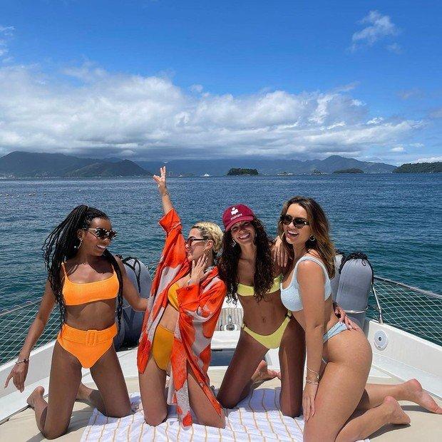 """Thelma, Marquezine, Kalimann e Gavassi curtem dia em barco: """"Squad maravilhoso demais"""""""