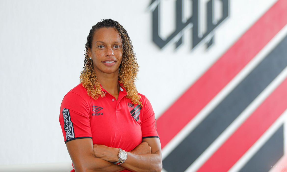 Ex-lateral da seleção, Rosana assume time feminino do Athletico-PR