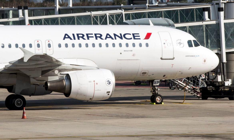 França suspende voos provenientes e com destino ao Brasil